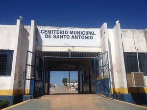 Homem foi enterrado nesta sexta (24) em Porto Velho (Foto: Ísis Capistrano/ G1)