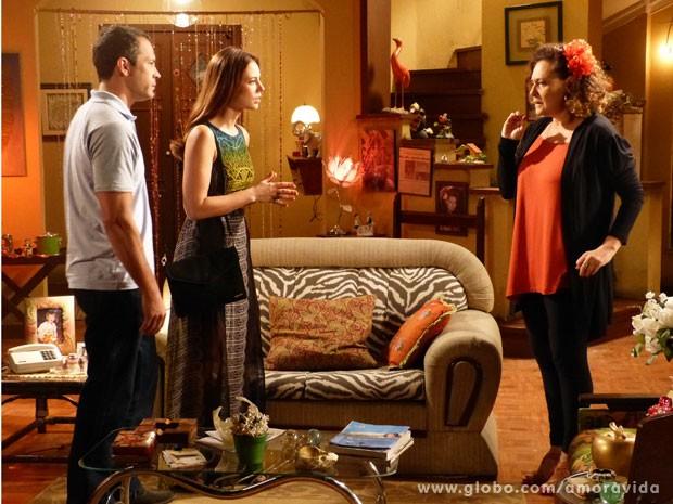 Bruno e Paloma procuram Márcia em busca de ajuda para desvendar mistério. (Foto: Amor à Vida / TV Globo)