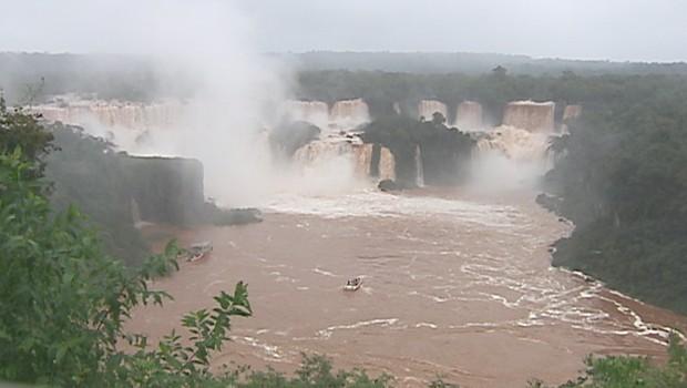 Cataratas do Iguaçu ficam ainda mais deslumbrantes com o aumento da vazão do Iguaçu (Foto: Reprodução)