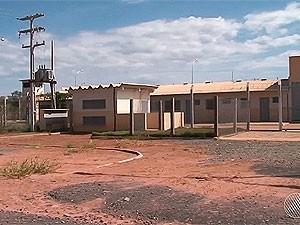 Conjunto penal está pronto em Barreiras desde o ano passado, mas ainda não começou a funcionar (Foto: Reprodução/TV Oeste)