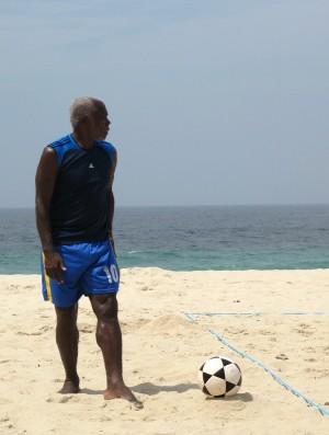 Cláudio Adão fez história nos gramados e nas areias, onde foi pioneiro da modalidade ao lado de Zico e Júnior (Foto: Carol Fontes)