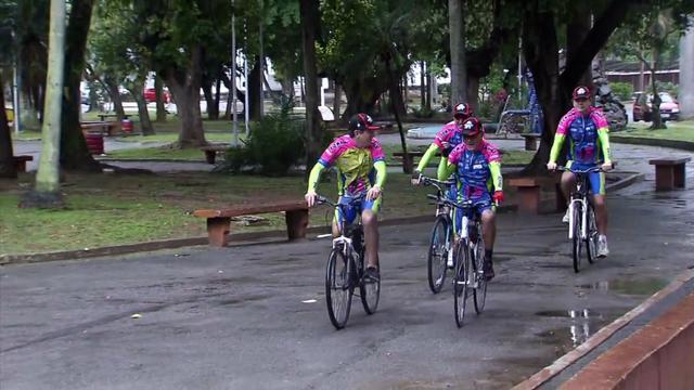 Ciclistas da região participam de festa religiosa (Foto: Reprodução/TV Tribuna)