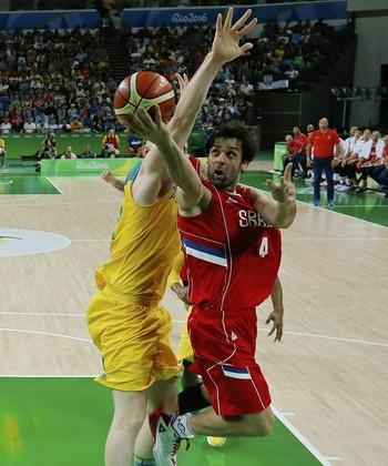 Milos Teodosic Sérvia x Austrália basquete Olimpíada (Foto: Jim Young/Reuters)