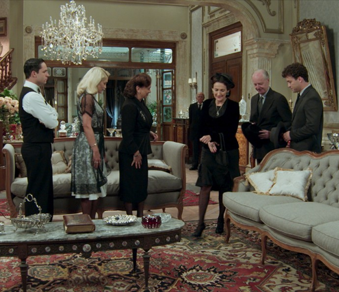 Fabio leva os pais de Leandro à casa de Anastácia (Foto: TV Globo)
