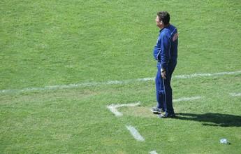"""Tom de despedida? """"Talvez seja até bom mudar de treinador"""", diz Lelo"""