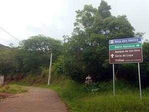 Corpo foi encontrado em local na Serra do Lopo, ponto turístico de Extrema (Foto: Régis Melo)