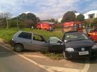 Batida entre carros deixa 2 feridos próximo ao Aeroporto de Varginha