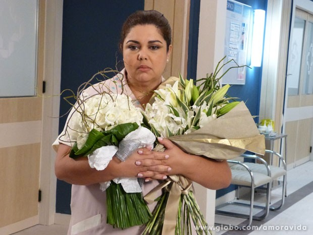 Perséfone fica perdida (Foto: Amor à Vida/TV Globo)