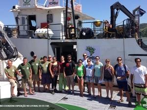 Pesquisadores no navio do ICMBio no Espírito Santo (Foto: ICMBio/ Divulgação)
