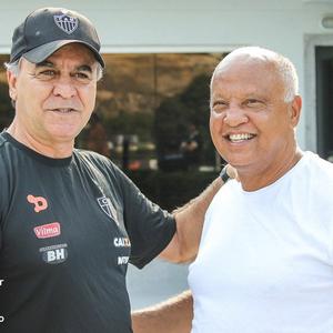 Reinaldo vai ao CT do Galo convidar Marcelo Oliveira para lançamento  (Foto: Reprodução/ Twitter )