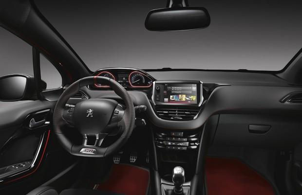 Peugeot 208 GTI 30th Edition (Foto: Divulgação)
