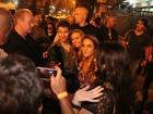 Integrantes do Jonas Brothers curtem a noite carioca em bar