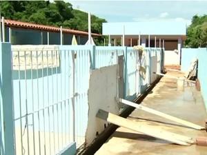 Canil foi inaugurado sem está pronto (Foto: Reprodução/TV Rio Sul)