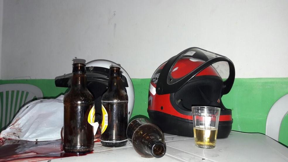 Irmãos foram assassinados dentro de um bar  (Foto: Ney Lima/Divulgação )