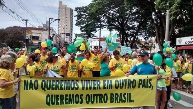 Manifestação em São João da Boa Vista (SP) (Foto: Dani Bertoldo/Arquivo Pessoal)