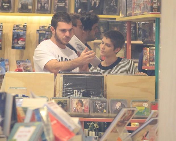 Isabella Santoni e o namorado (Foto: AgNews)