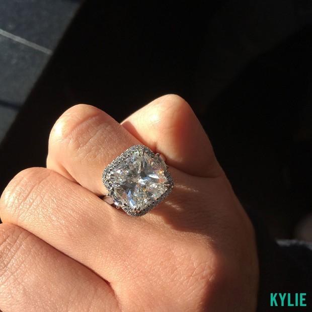 Kylie Jenner ganhou anel de compromisso luxuoso de Tyga (Foto: Reprodução)