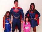 Rodrigo Faro posa de super-herói com a família