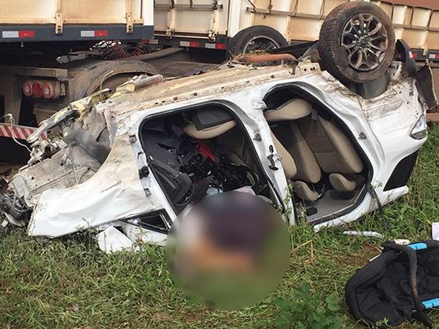 Acidente matou dois professores de Cuiabá e o genro deles, nesta terça-feira na BR-364 (Foto: Divulgação/PRF-MT)