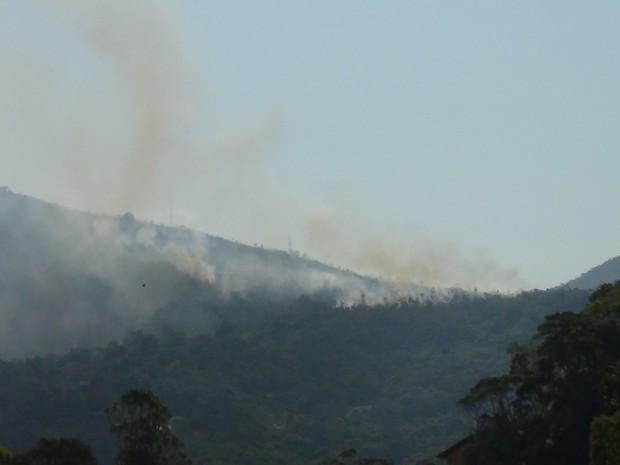 Vários bairros da cidade estão com foocos de incêndio (Foto: Claucio Mizael)