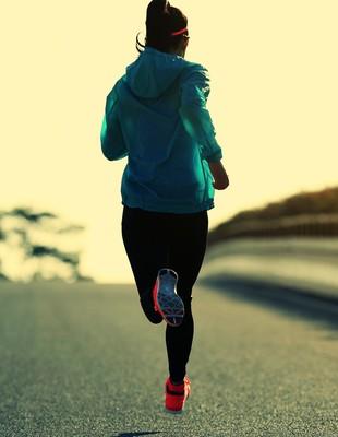 Correndo de casaco euatleta (Foto: Istock Getty Images)