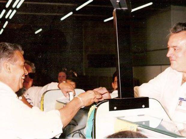 Fernando Henrique Cardoso durante a troca da moeda em Poços (Foto: Gilberto Immese/Arquivo)