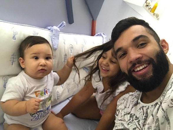 Jonathan Costa e filhos (Foto: Reprodução/ Instagram)