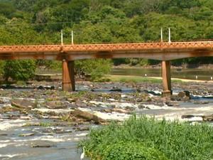 Rio Mogi Guaçu em Pirassununga, SP (Foto: Reprodução EPTV)