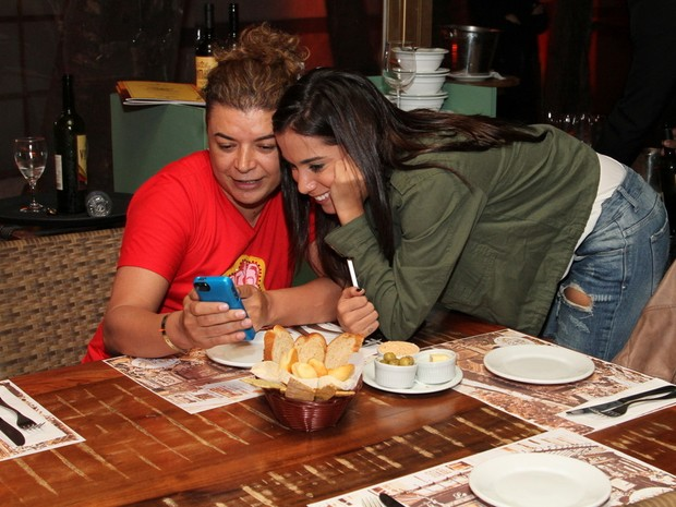 David Brazil e Anitta em restaurante na Zona Oeste do Rio (Foto: Anderson Borde/ Ag. News)