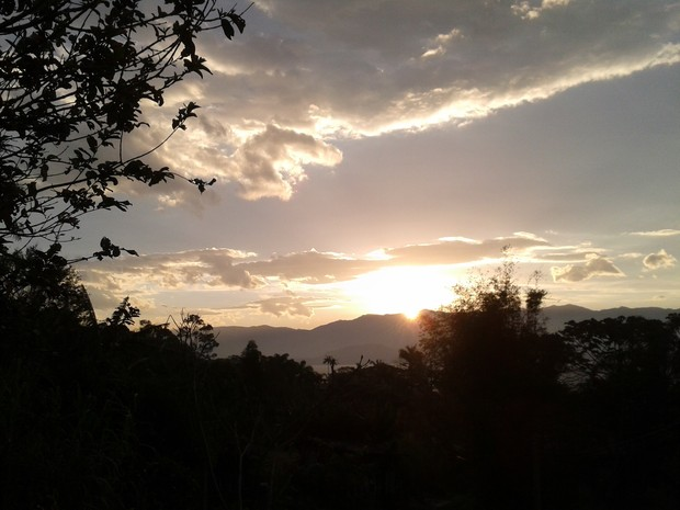 Quinta-feira deve ser de sol com nuvens em SC (Foto: Valéria Martins/G1)