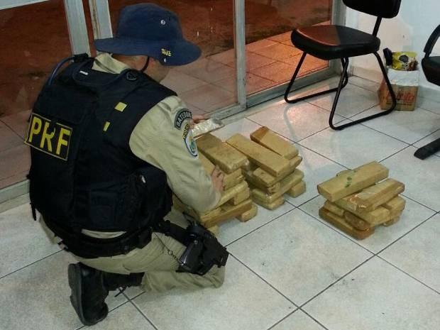 Droga apreendida foi encaminhada para a Delegacia da Polícia Civil do município. (Foto: Divulgação/PRF)