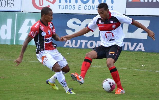 Lance do jogo entre joinville e Vitória (Foto: Leandro Ferreira / Futura Press)