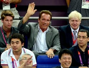Arnold Schwarzenegger assiste a final do basquete entre Estados Unidos e Espanha (Foto: AFP)