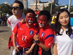 Em apoio ao time, coreanos pintam rosto de tigre vermelho (Foto: Luiza Carneiro/G1)