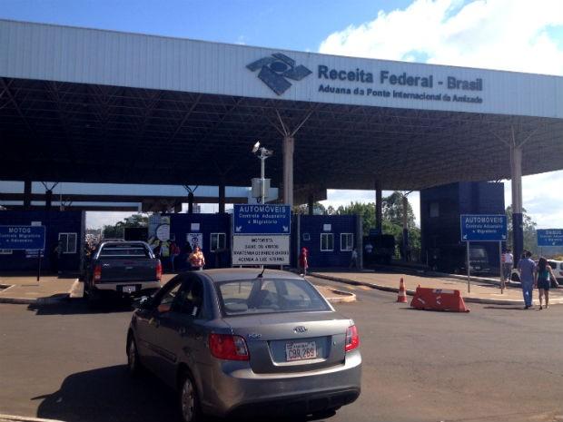 Trânsito na Ponte da Amizade, em Foz do Iguaçu foi liberado às 12h40 (Foto: Francielle Lopes / RPC TV)