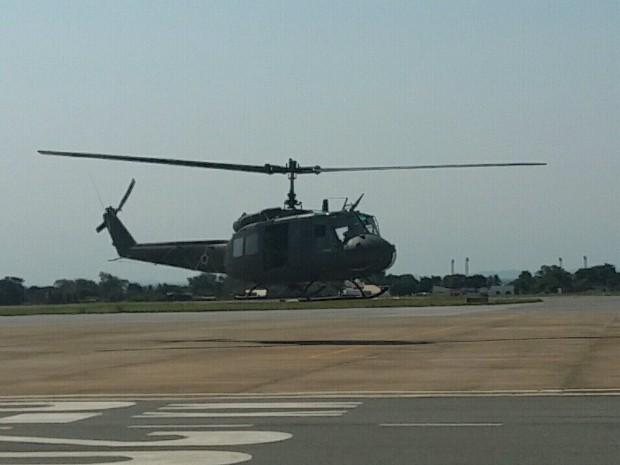 Peão foi resgatado no Pantanal por helicóptero Aeronáutica (Foto: Laura Toledo/ TV Morena)