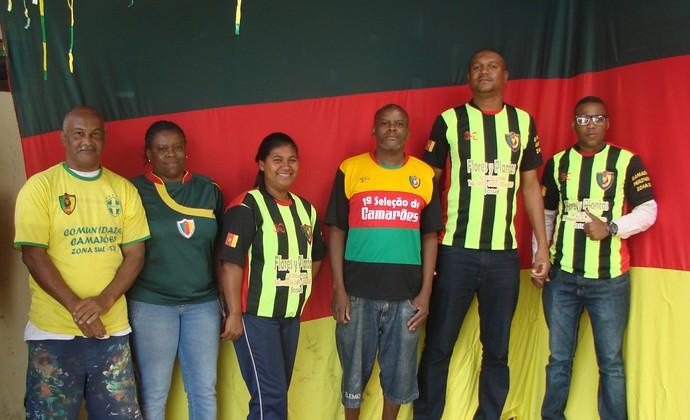 Família de descendentes torce por Camarões (Foto: Thiago Fadini/GloboEsporte.com)