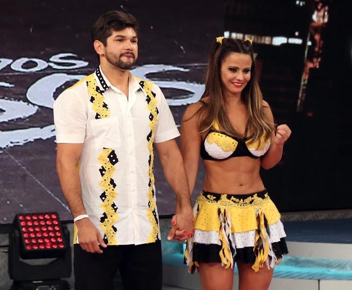 Viviane Araújo impressionou o público com a boa forma no forró do 'Dança' (Foto: Carol Caminha / Gshow)