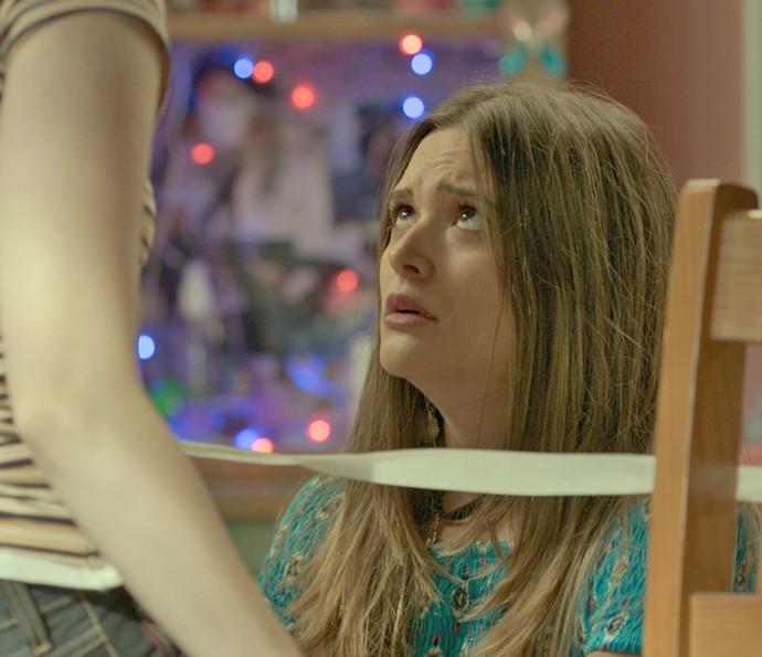 Cassandra discute com Débora (Foto: TV Globo)