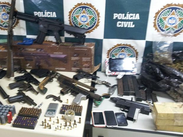 Armas e drogas foram apreendidas em casa em Visconde de Mauá (Foto: Caio Rocha/TV Rio Sul)