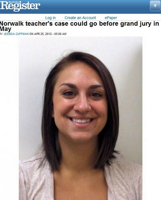 A professora Alexis Nasonti, 25, foi acusada de manter relação sexual com um aluno após um policial investigar o celular dos dois (Foto: Reprodução)