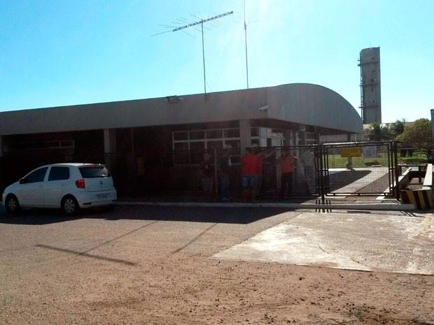 Caixa explodido pelo criminosos ficava na fábrica têxtil da Vicunha, na estrada de Extremoz (Foto: Marksuel Figueiredo/Inter TV Cabugi)