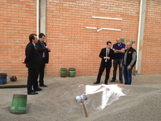 Grupo é suspeito de adulterar material e vender como original  (Foto: Ministério Público/Divulgação)