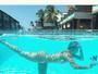 Karina Bacchi mostra as suas belas curvas debaixo d'água