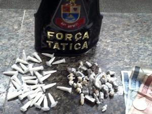 Força Tática prende suspeito e apreende menor por tráfico em Praia Grande (Foto: Divulgação/Polícia Militar)