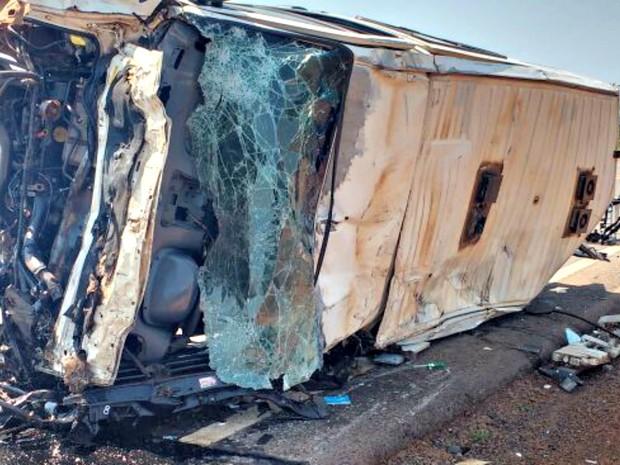 Carreta bateu de frente com ambulância na BR-163 (Foto: Alex Cotrim/ Arquivo pessoal)