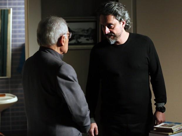 Zé Alfredo enfurece com Silviano (Foto: Isabella Pinheiro/ Gshow)