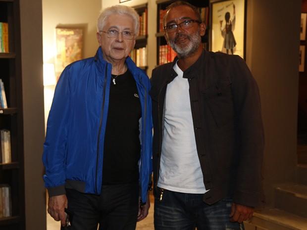 O diretor Rogério Gomes junto com Aguinaldo Silva (Foto: Raphael Dias / Gshow)