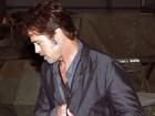 Usando aliança, Brad Pitt faz primeira aparição após casamento com Jolie