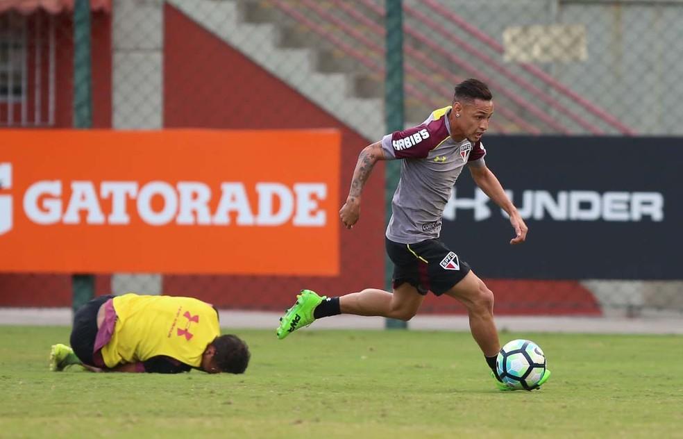 Neilton deixa o São Paulo sem fazer gol (Foto: Rubens Chiri / saopaulofc.net)